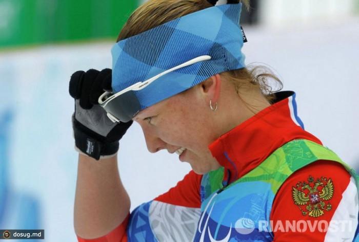 """Трехкратная паралимпийская чемпионка Анна Бурмистрова спортом начала заниматься в возрасте 6 лет. Врачи говорили, что ей, с ее родовой травмой, нельзя тренироваться, что спорт ее """"попросту угробит"""", но мама Анны, сама в прошлом лыжница, настояла на своем. В результате Анна в 14 лет попала в сборную и начала выступать на международном уровне. Главное, считает спортсменка, """"не лениться и не жалеть себя"""". Лишь единственный раз Анна пропустила спортивные сборы, потому что была на собственной свадьбе."""