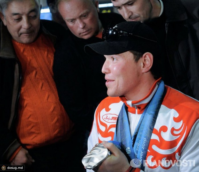 """В 2000 году четырехкратный паралимпийский чемпион Ванкувера Ирек Зарипов попал в автомобильную аварию. Тогда Иреку было 17 лет. Через три года Зарипов пришел в спорт, """"просто чтобы время занять"""". Свои победы в Ванкувере Ирек посвятил родителям, жене и сыну Айнуру, которому 21 марта 2010 года, в день закрытия Игр, исполнилось 2 года. А в ноябре 2010 года спортсмен во второй раз стал отцом, у него родилась дочь Диана."""
