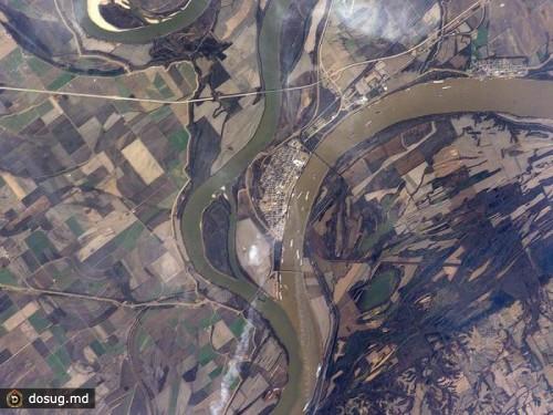 место слияния рек огайо и миссисипи в каире, штат иллинойс, сша.