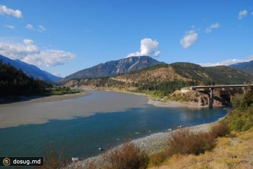 Место слияния рек Томпсон и Фрэйзер в Литтоне, Британская Колумбия, Канада.