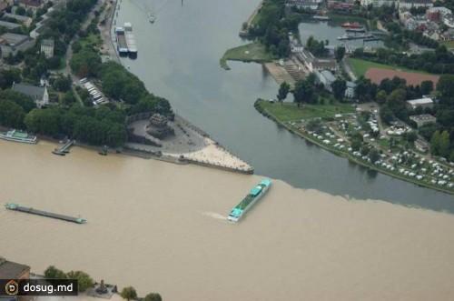 Место слияния рек Мозель и Рейн в Кобленце, Германия.