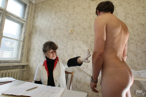 голый в военкомате фото