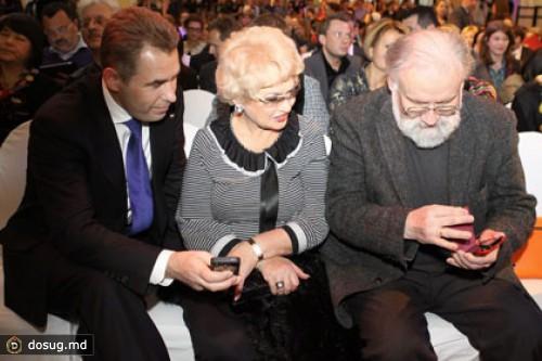 27.0213. 04Больше. половины российских интернет-пользователей младше