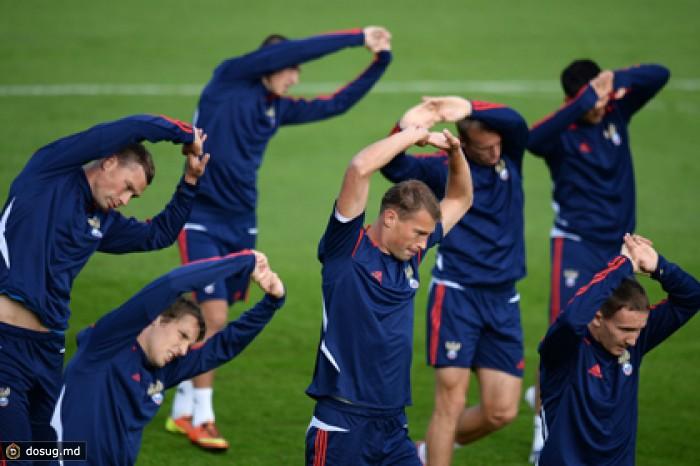 Сборная России тренируется в полном составе накануне матча с англичанами