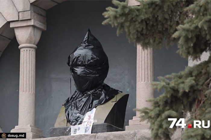 Бюст Ленина в Челябинске раскрасили в сине-желтые цвета. Новости - В