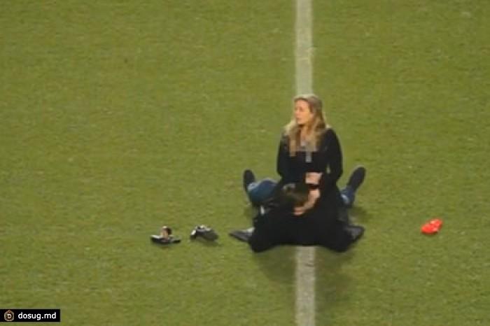 Массовый секс на стадионе, фото оседлала раба