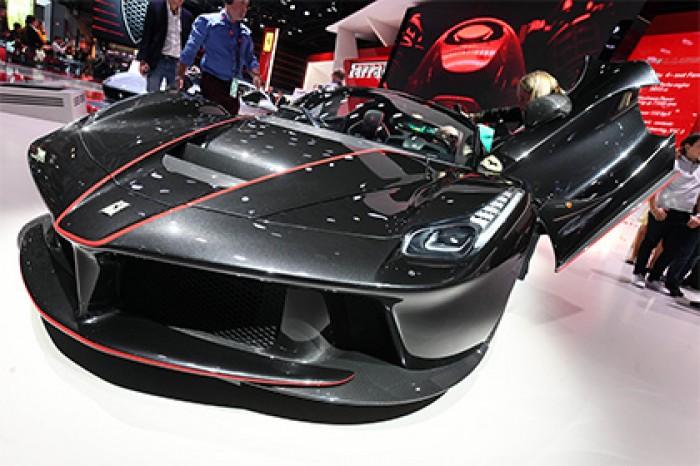 Флагманский суперкар Ferrari вступит в борьбу с землетрясением 17