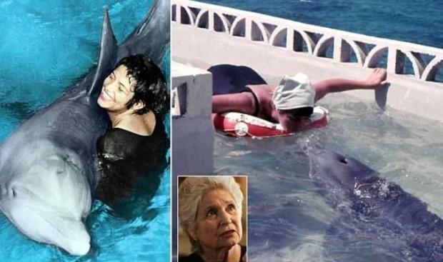 Секс женщин с дельфином