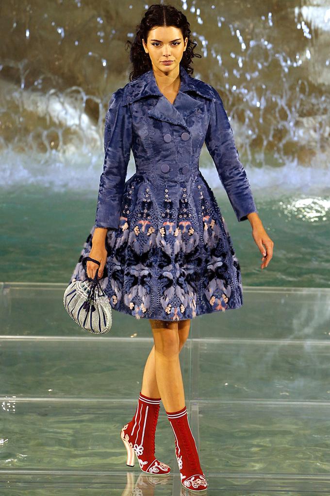 f3ed31830026 Неделя высокой моды в Париже  Fendi осень-зима 2016 17