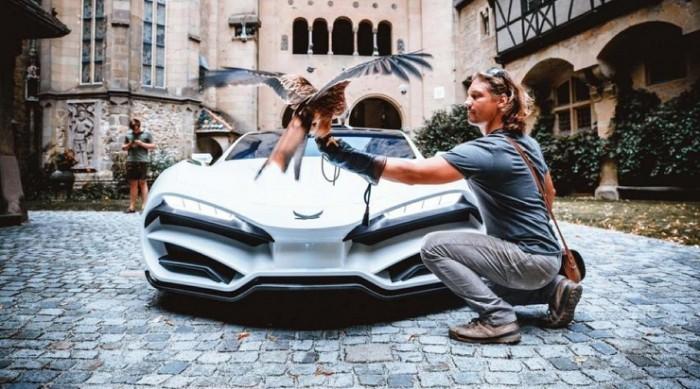 5 потрясающих нарядов в новых клипах Дженнифер Лопес и Адель в 2019 году