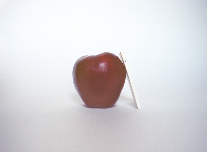 Концепт ультратонкого телефона Light Phone